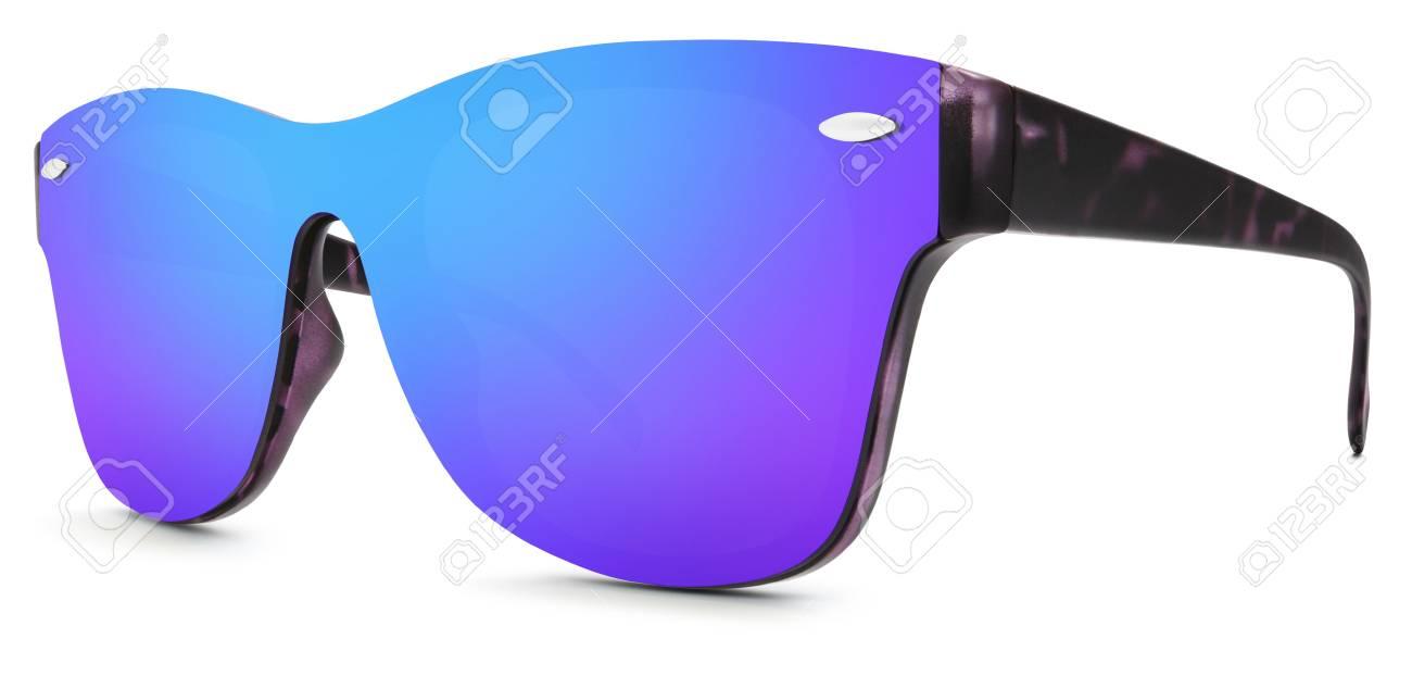 6cac304f75 Foto de archivo - Manchado gafas de sol azul y púrpura espejo lentes  aisladas sobre fondo blanco.