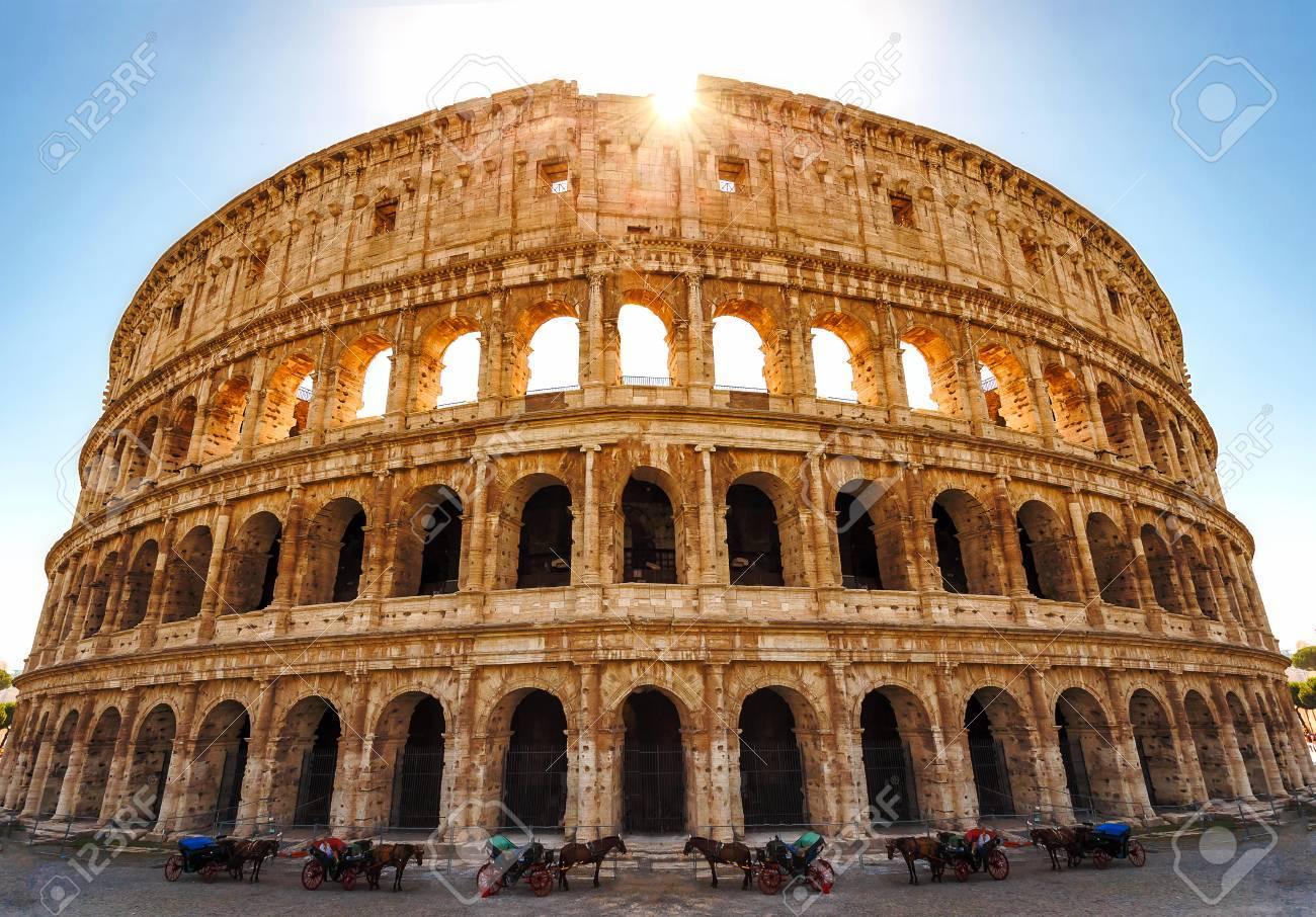 Coliseo En Roma Italia El Anfiteatro Más Grande De La Antigua Roma