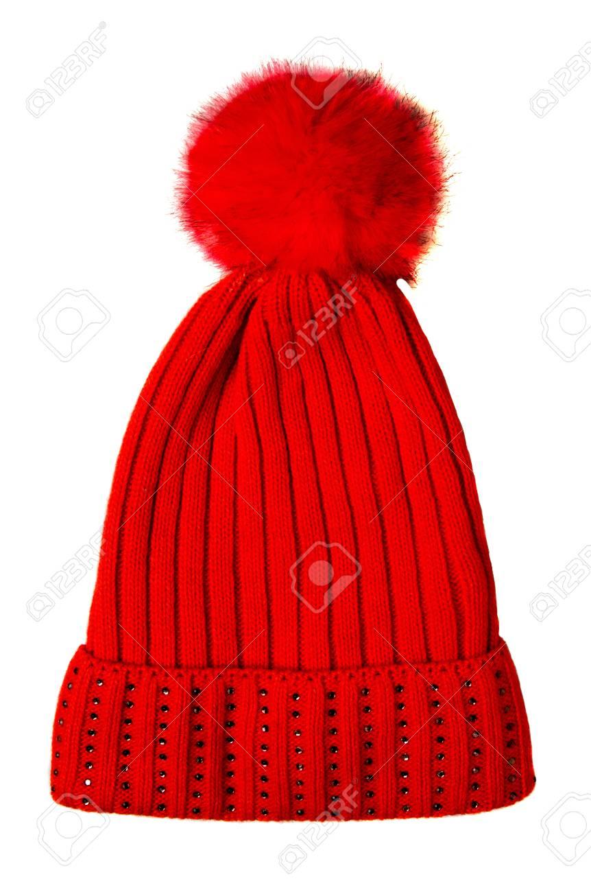 Bonnet tricoté pour femme isolé sur fond blanc. À pompon. chapeau rouge .