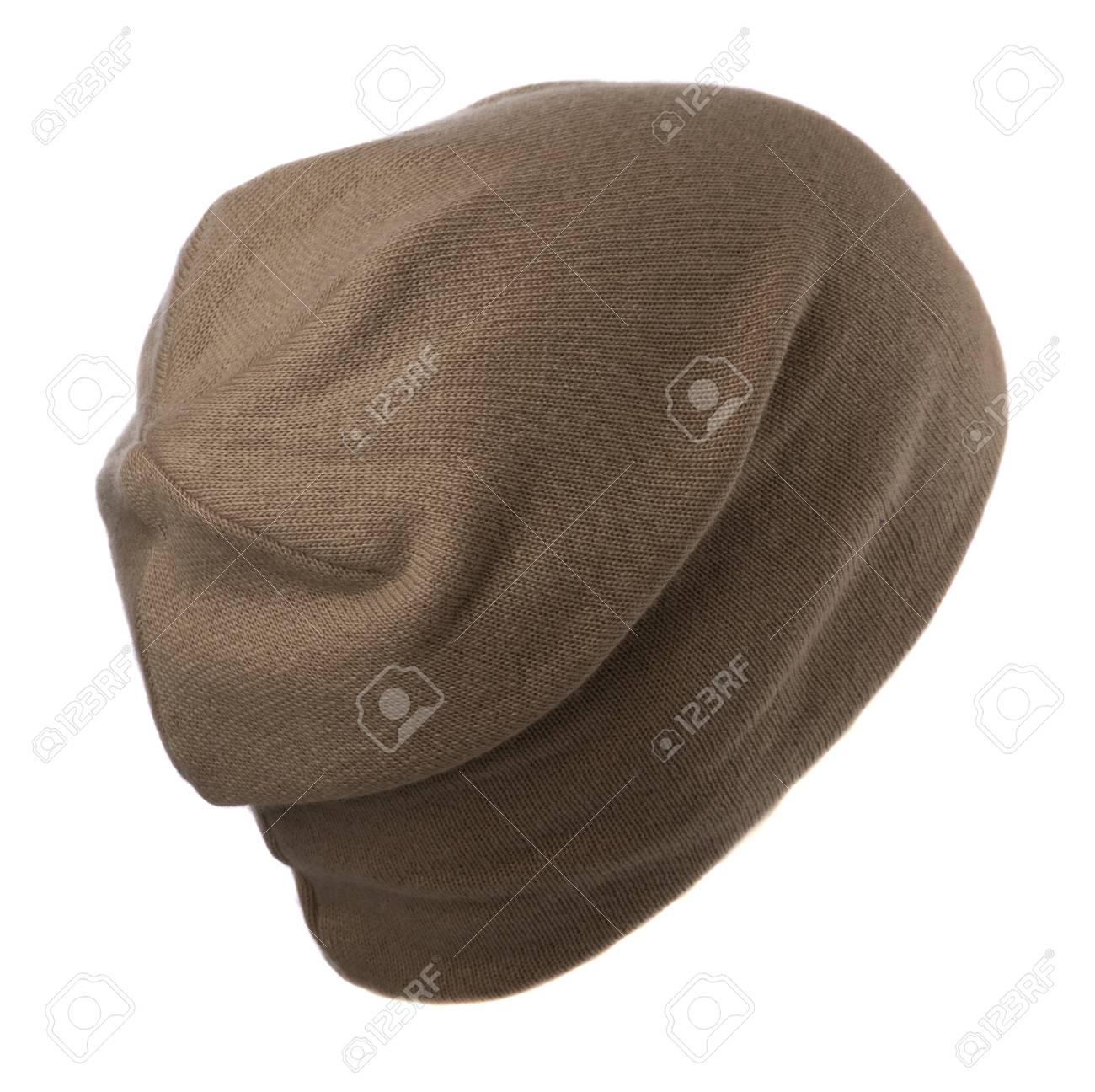 Foto de archivo - Sombrero aislado sobre fondo blanco. sombrero hecho  punto. sombrero marrón. 1eff02f7399
