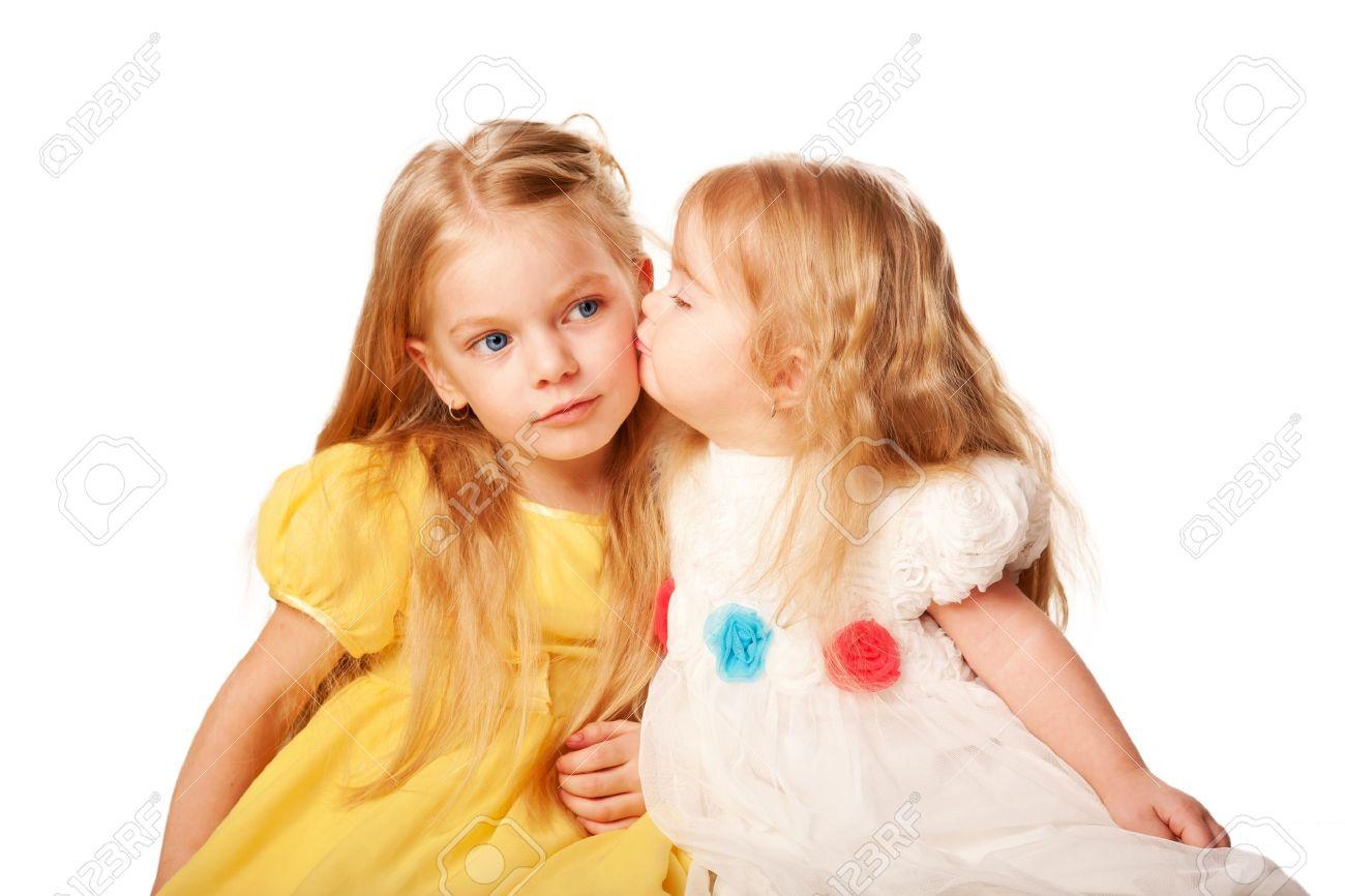 Старшая сестра соблазнила брата видео по-другому