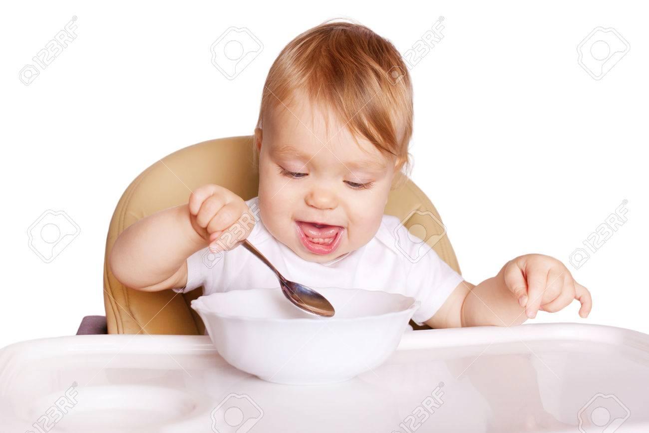 Baby Zitten Stoel.Baby Eten Met Lepel En Zitten In Een Hoge Stoel Voor Het Voeden