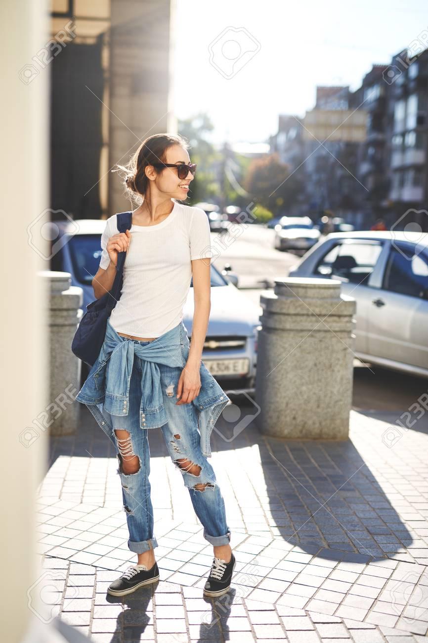 T-shirt, Boyfriend Jeans, Sneakers