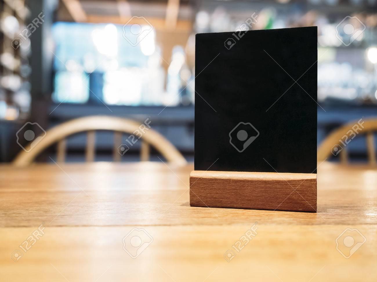 Mock-up-Menü Rahmen Auf Dem Tisch Im Bar-Restaurant-Café Lizenzfreie ...