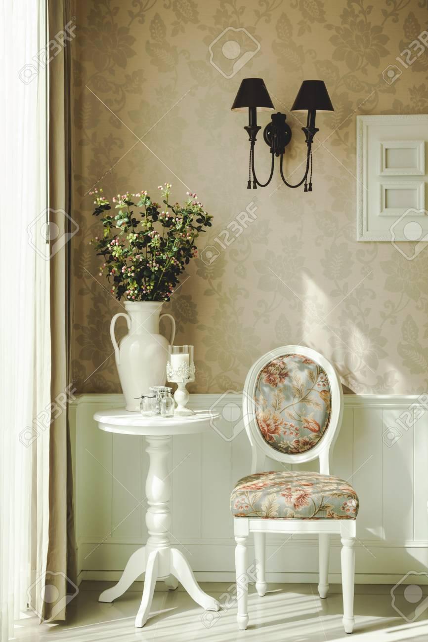 banque dimages style classique dcoration dintrieur avec chaise et lampe de table