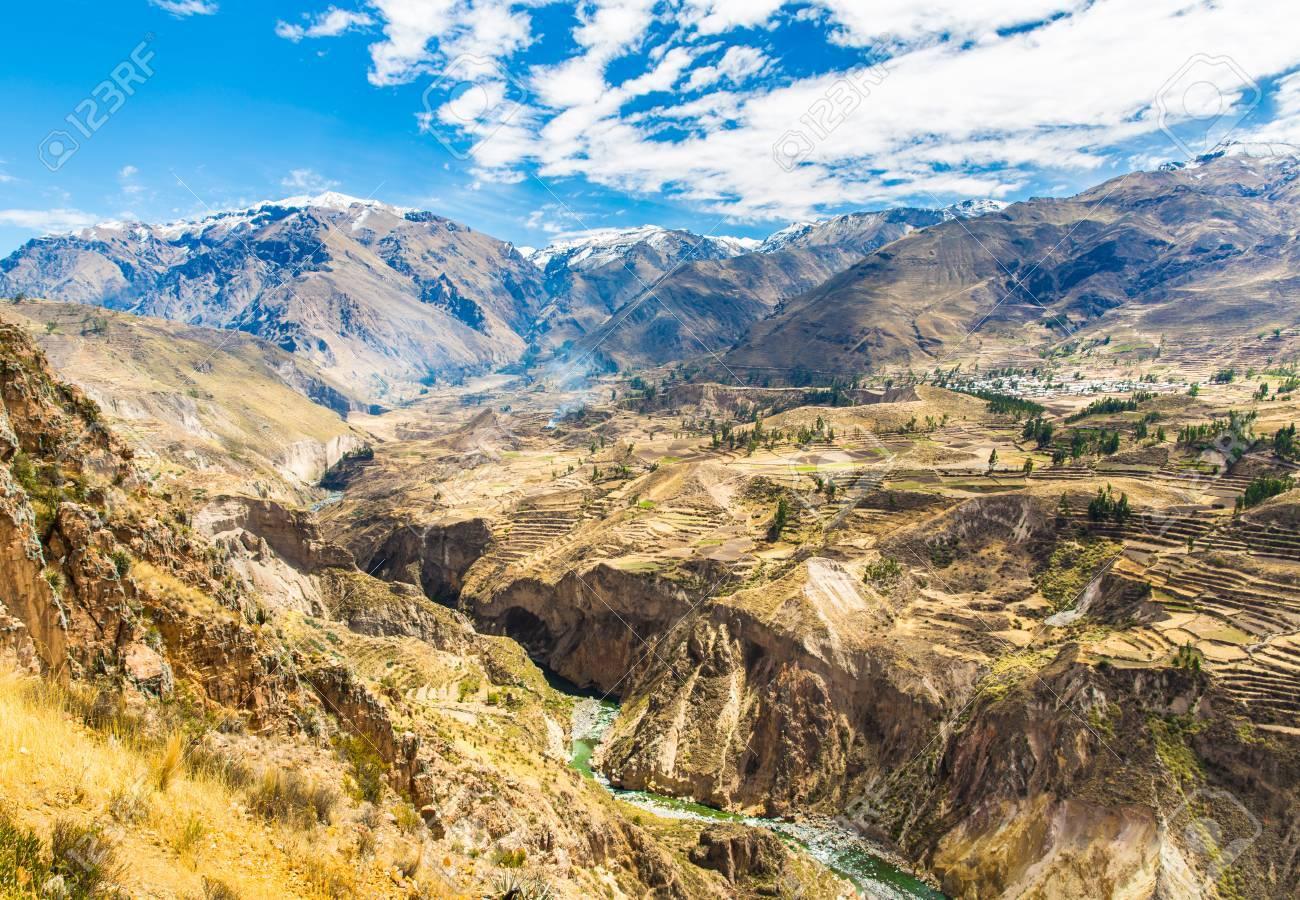 Cañón Del Colca Perú América Del Sur Los Incas Para Construir Terrazas De Cultivo Con Estanque Y Cliff Uno De Los Cañones Más Profundos Del Mundo