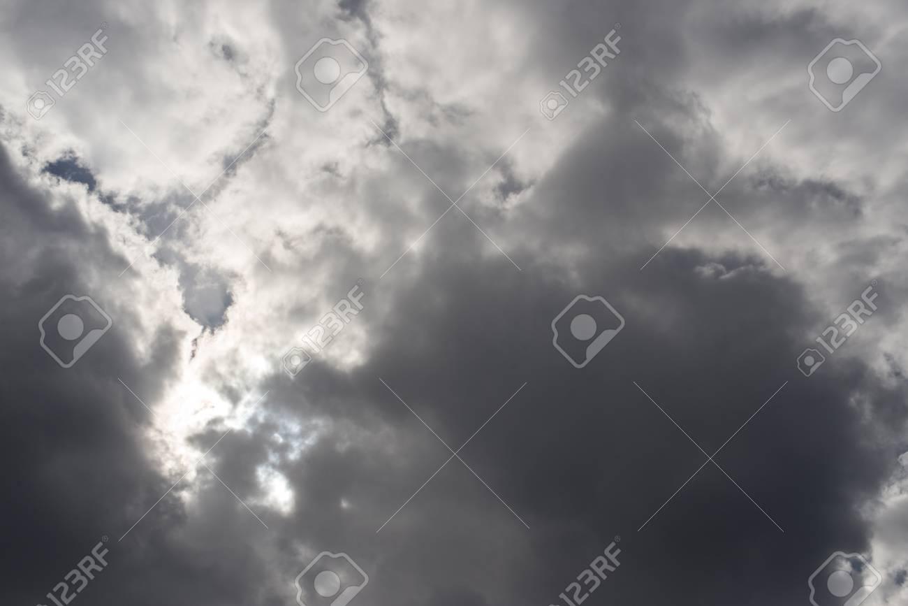 Volumetric clouds in the gray sky  skylight