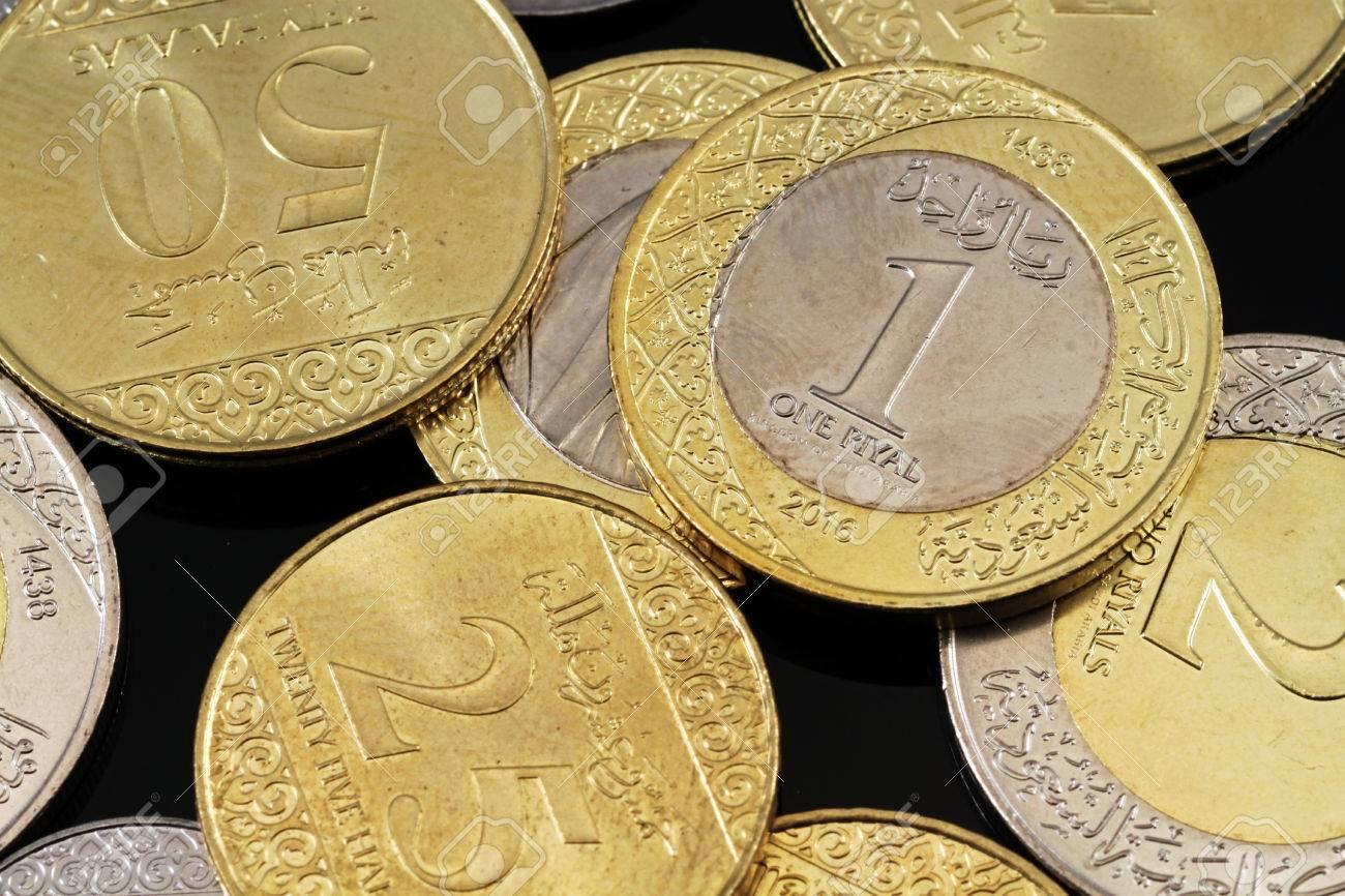 Eine Nahaufnahme Von Verschiedenen Saudi Arabien Münzen Auf Einem