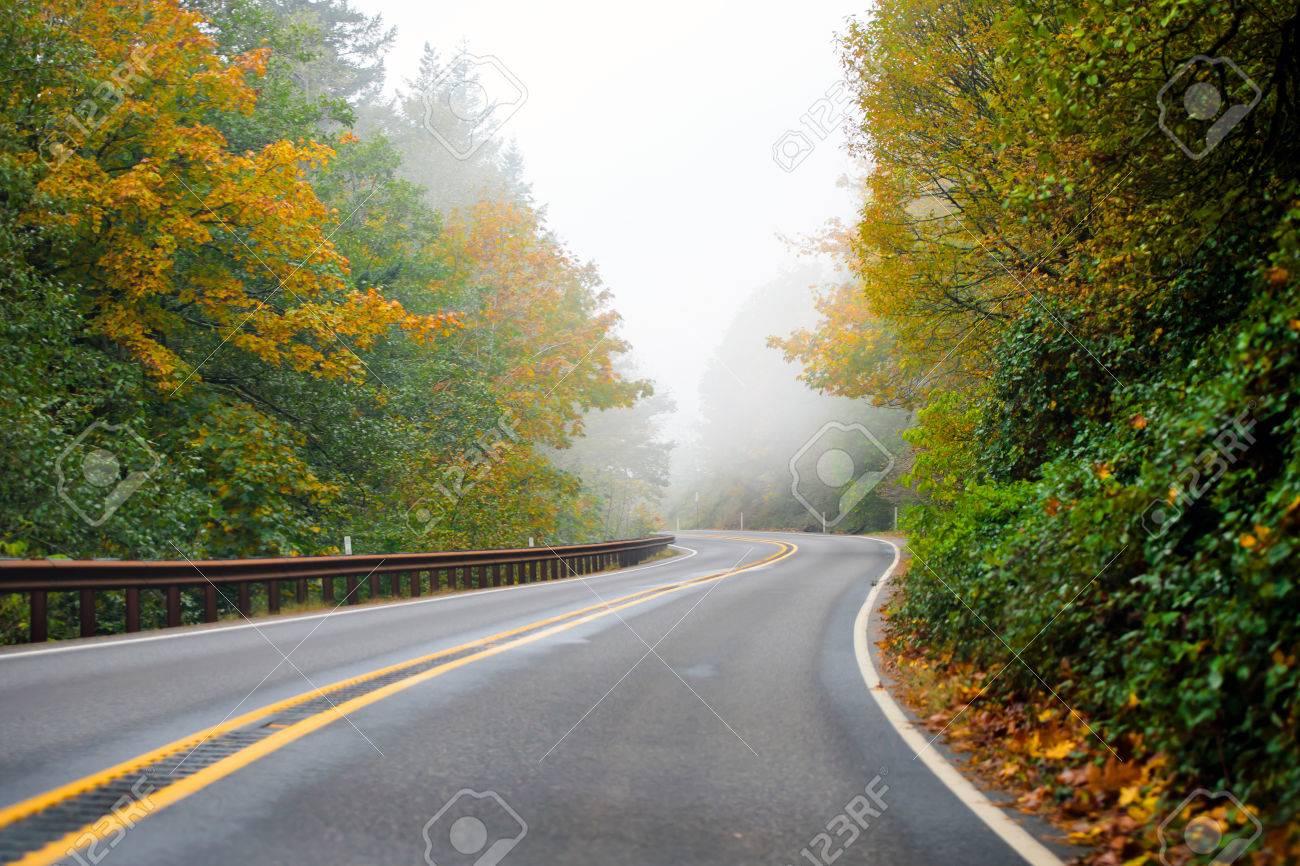 Brilliant Metallzäune Bilder Beste Wahl Standard-bild - Wickel Herbst Autobahn Mit Zwei