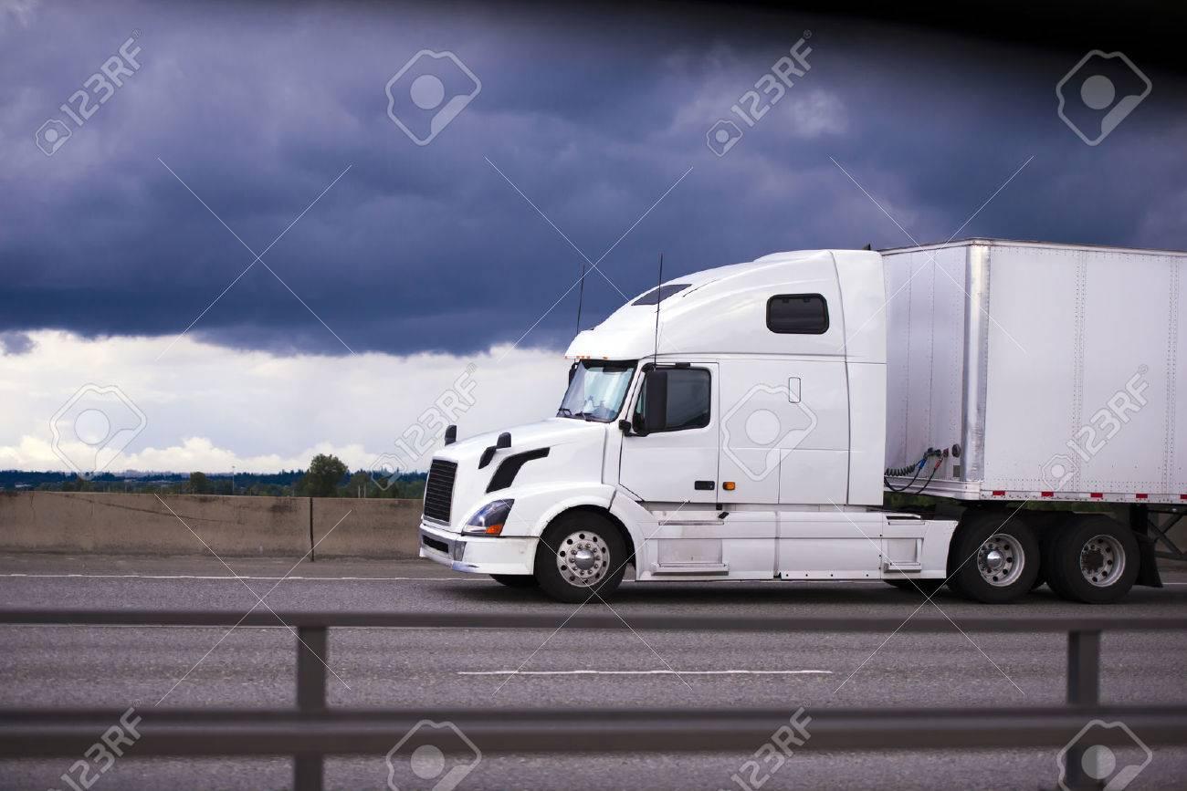Contemporáneo Blanco Gran Plataforma De Camión Semi Lujo Moderno Y ...