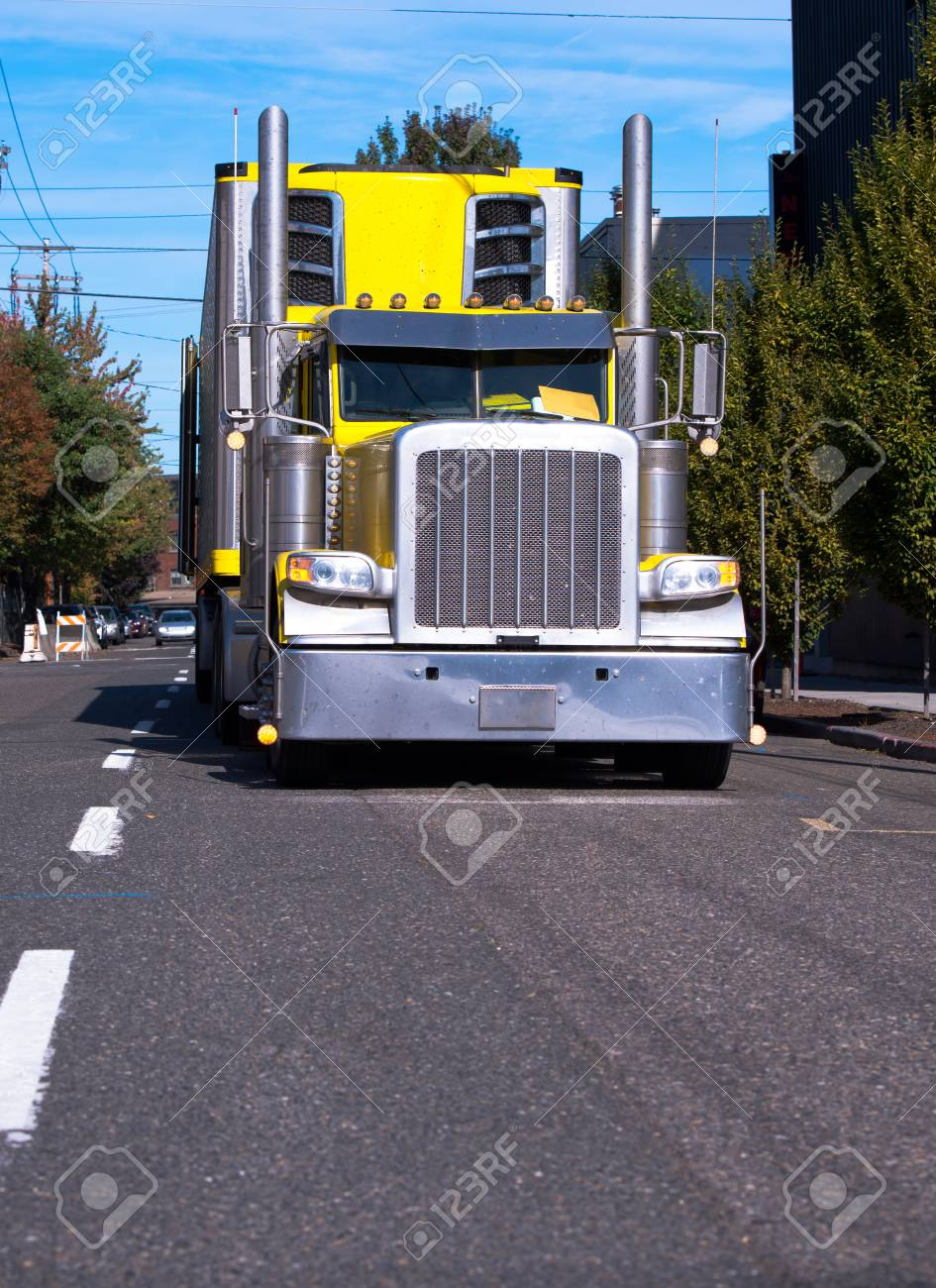 Tall City Delivery >> Bright Yellow American Classic Big Rig Semi Truck Fleet With