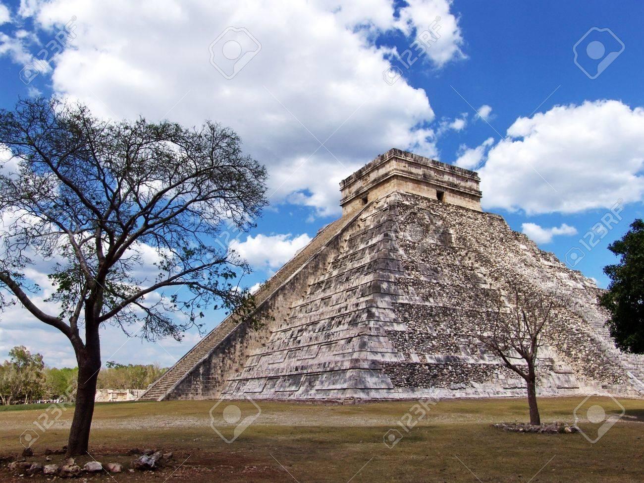 Pyramid of Kukulkan at Chichen Itza. Mayan culture, Chichen Itza, Yucatan Peninsula, Mexico. Travel Destination. Stock Photo - 5425688