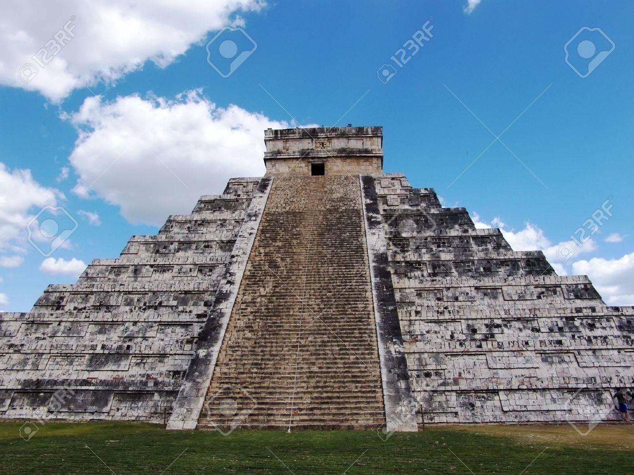 Pyramid of Kukulkan at Chichen Itza. Mayan culture, Chichen Itza, Yucatan Peninsula, Mexico. Travel Destination. Stock Photo - 5426252