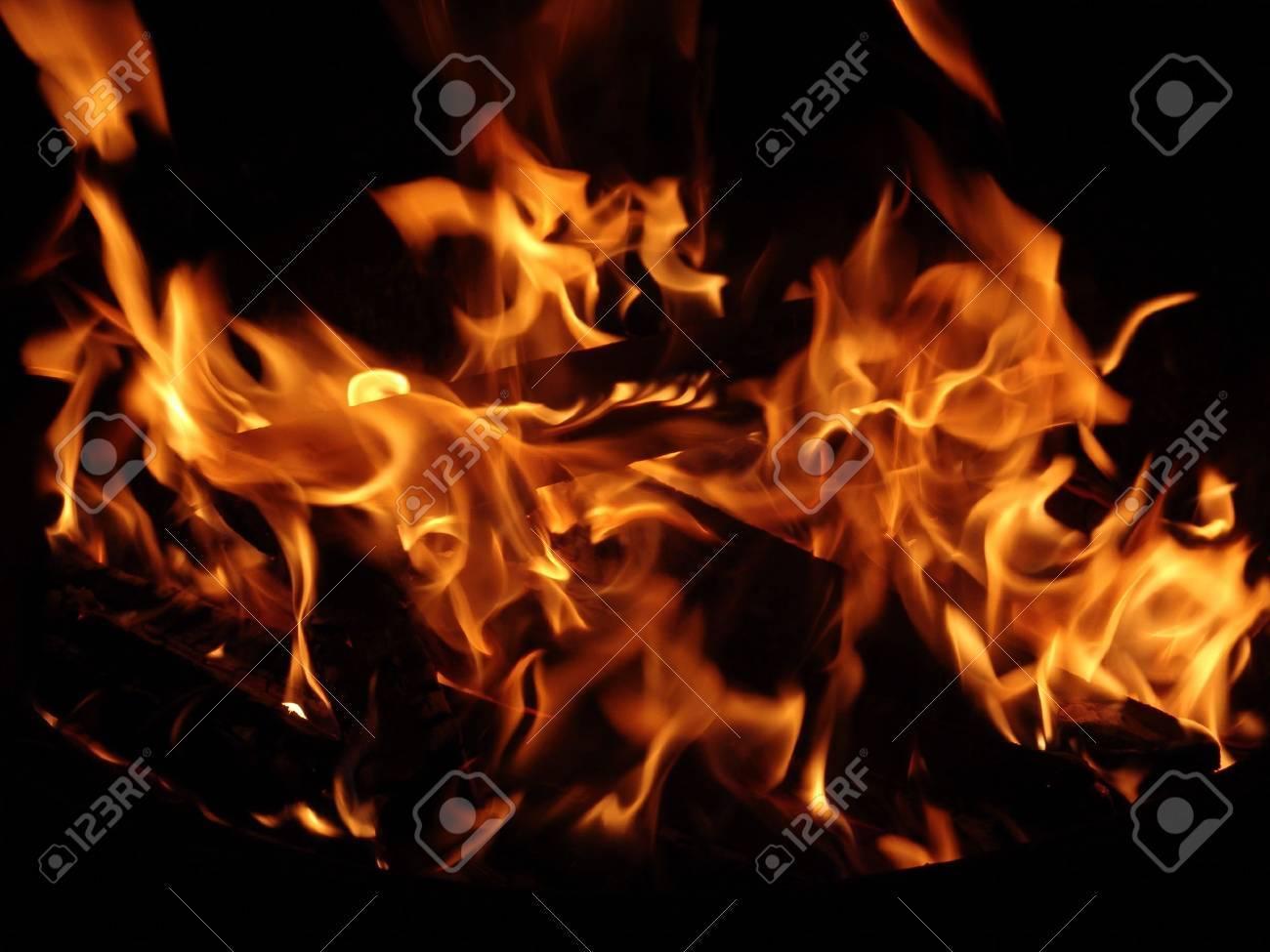 Vivid fire in dark - 5426343