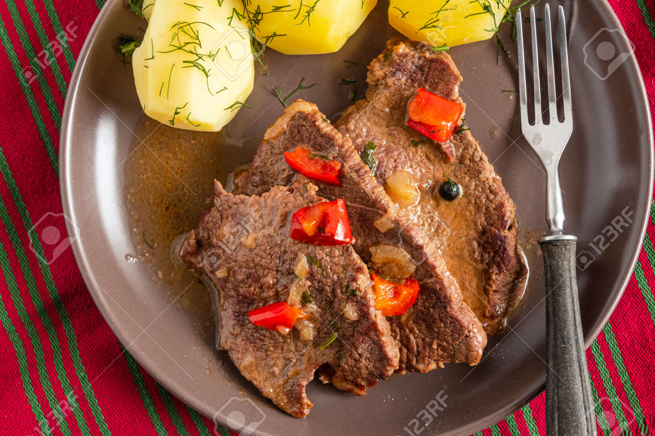 Homemade braised beef with gravy and potatoes - 169388205