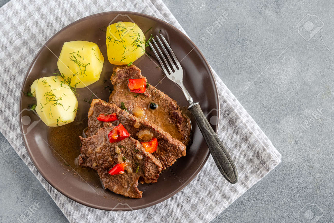 Homemade braised beef with gravy and potatoes - 169388208