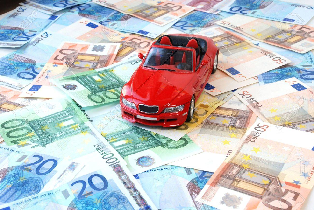 Money of euro for purchase of a car - 4872495
