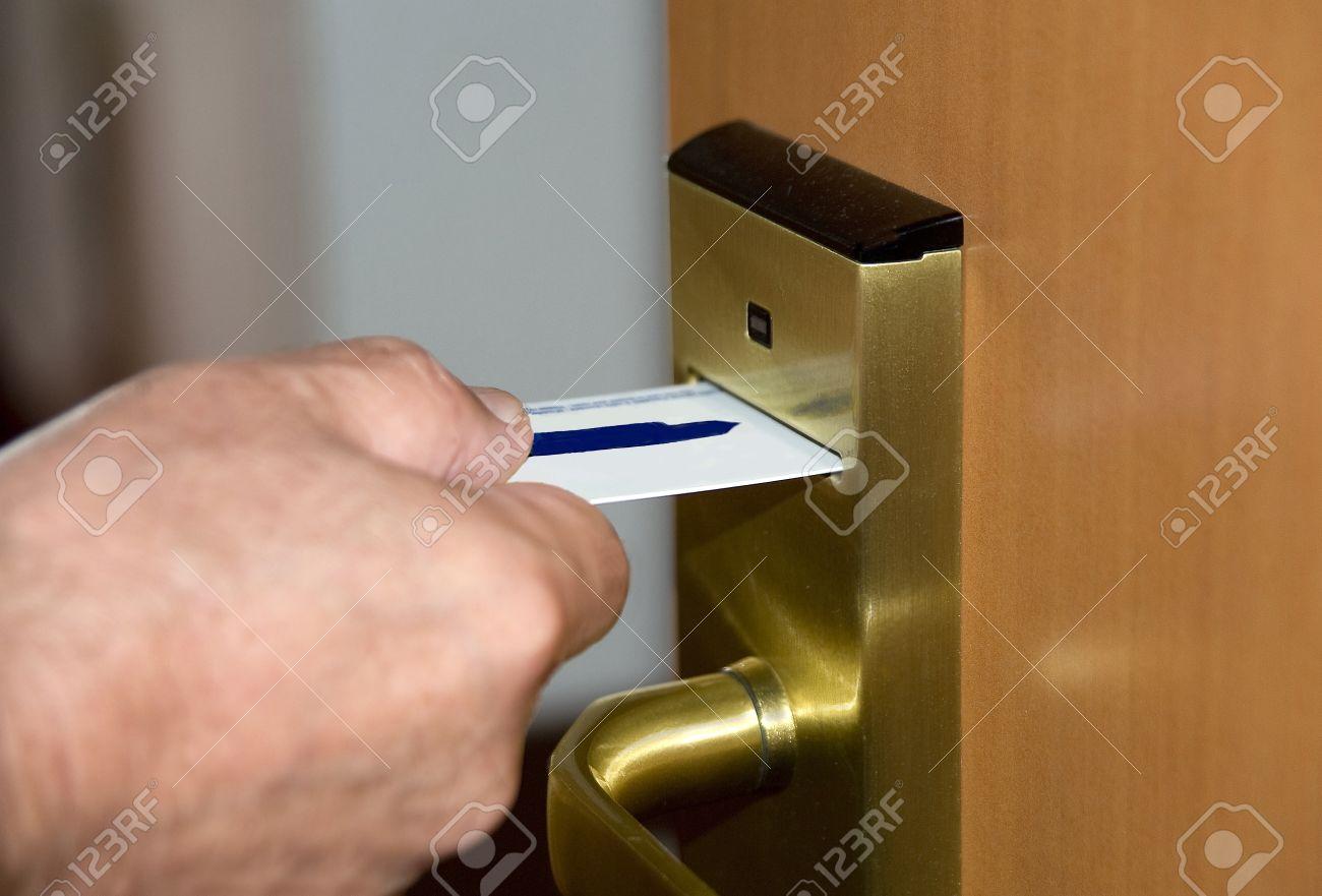 Магнитные замки для дверей межкомнатных купить