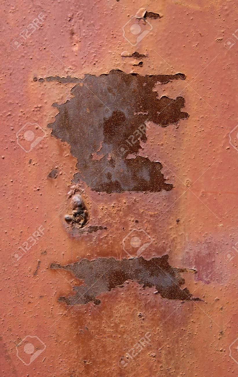 Peinture Couleur Terre Cuite ancienne plaque à plis rouillée avec peinture écaillée couleur terre cuite