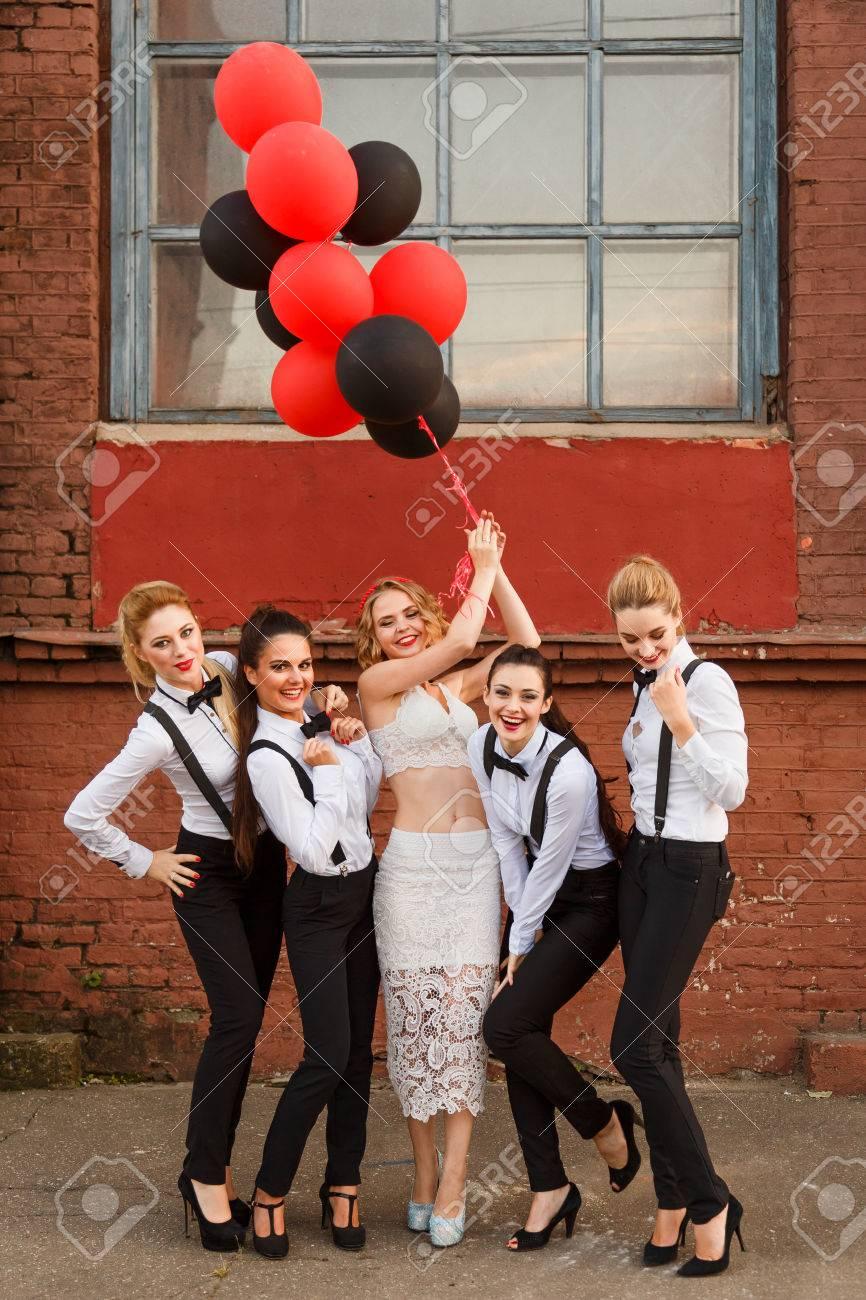 Atemberaubend Kleider Für Bachelorette Party Galerie - Brautkleider ...