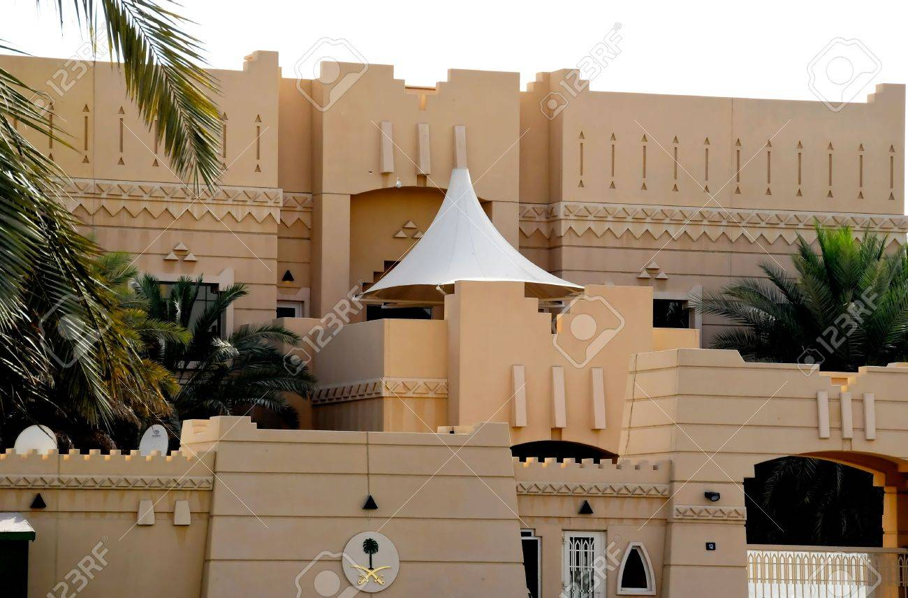Art photos about a peaceful country, its architecture, desert, dunes, sundowns, camels and belly dancing Stock Photo - 5328041