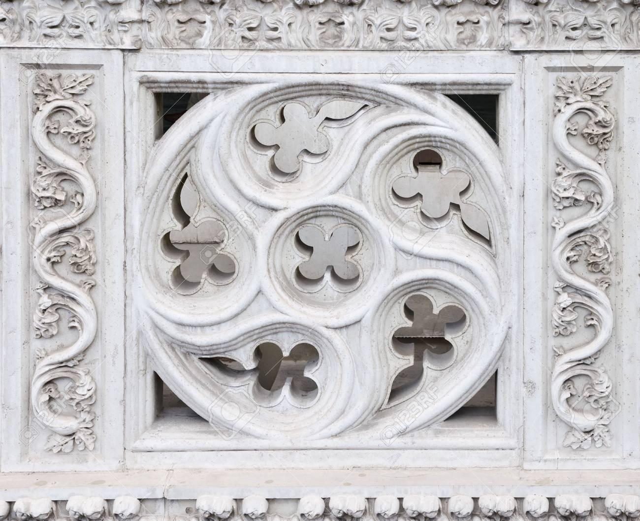Informationen über Antique Geschnitzt Balkon Dekoration ...