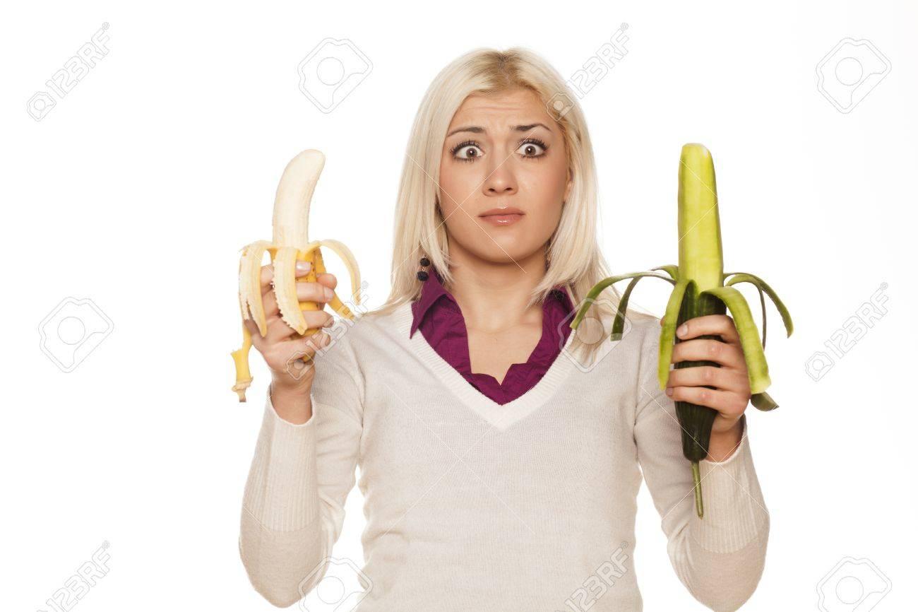Фото девушек с огурцом