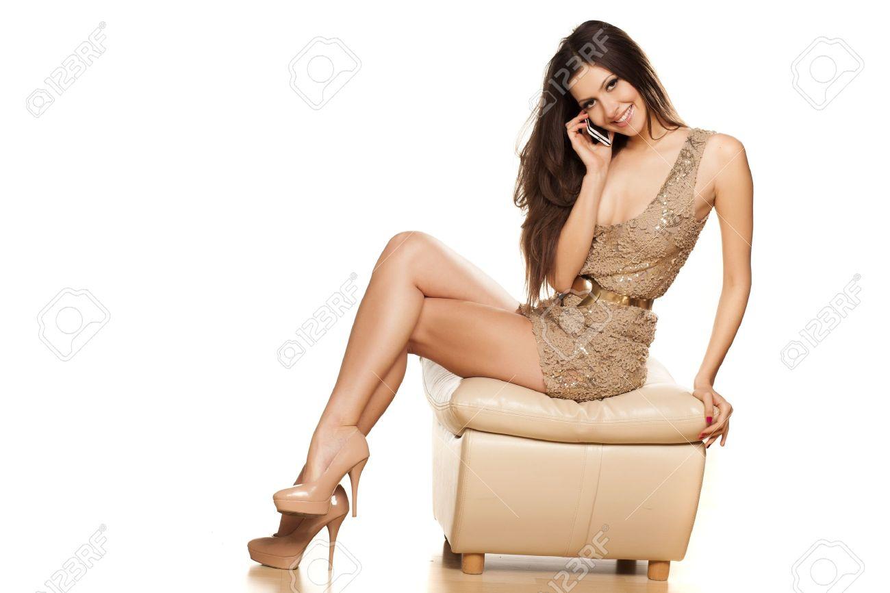 Fotos de mujeres con vestidos cortos y sentadas