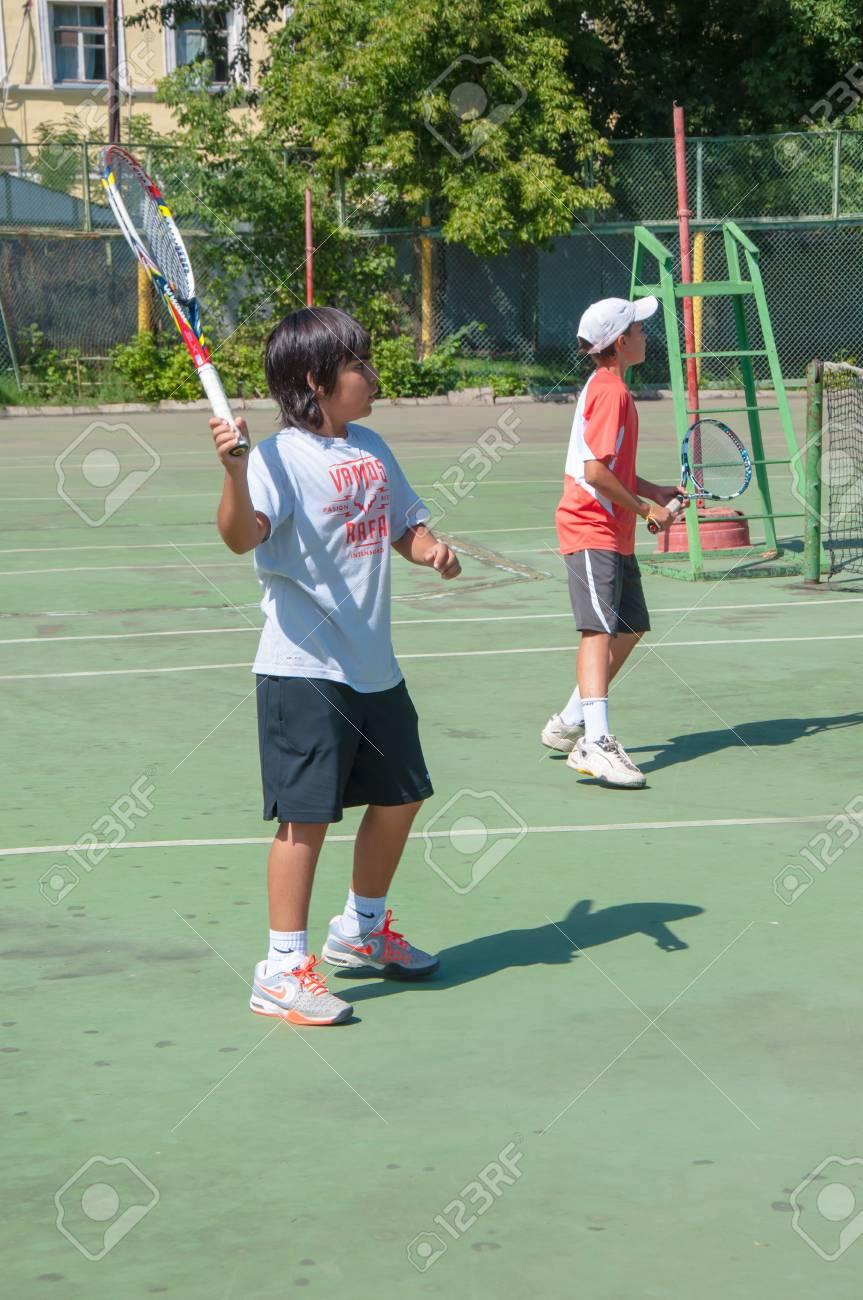 The city of Orenburg, Orenburg oblast, Russia, August 16, 2013. The summer Championship of the Orenburg region on tennis among teenagers. - 21486346