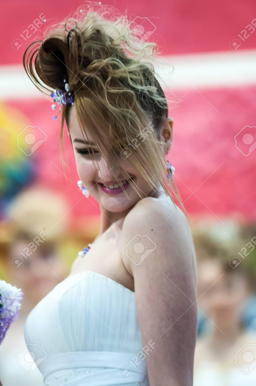 Orenburg 6 Dezember Madchen Kandidat Hochzeit Frisur 6 Dezember