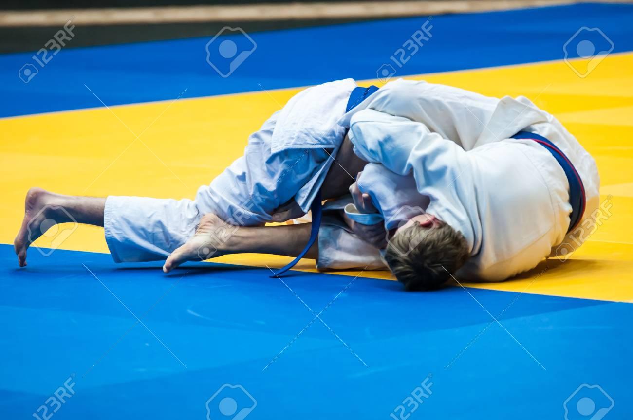 Combat Japonais le judo est un art martial, combat japonais philosophie, et les sports sans  armes, créé à la fin du 19ème siècle