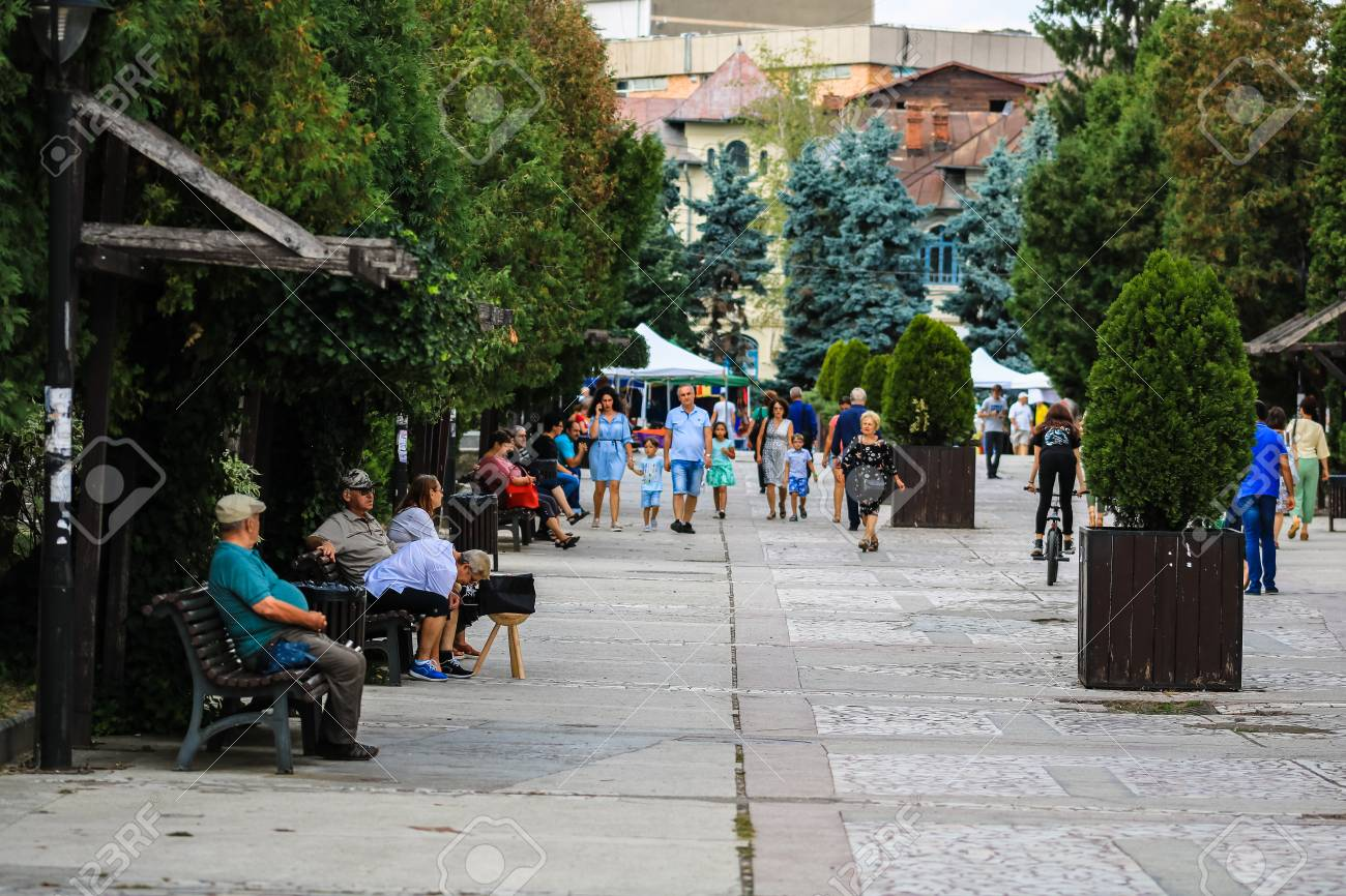 Phenomenal People Sitting On Wooden Bench In Central Park Of Targoviste Bralicious Painted Fabric Chair Ideas Braliciousco