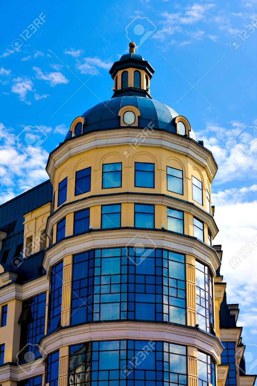 facade of modern building with reflection of blue sky Stock Photo - 5129728