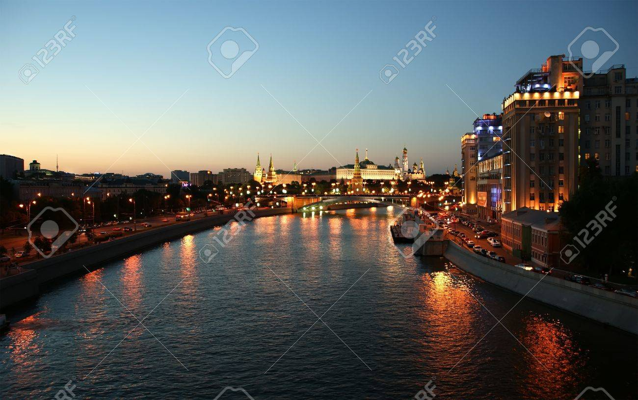 Russia, Moscow, night view of the Moskva River, Bridge and the Kremlin Stock Photo - 11319279