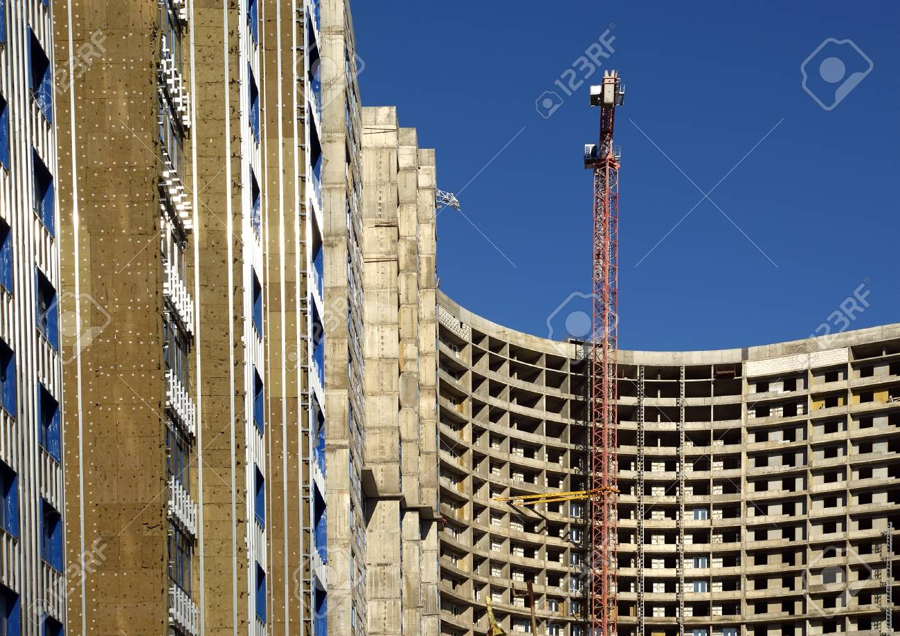 Building crane at the background of building under construction Stock Photo - 13413806
