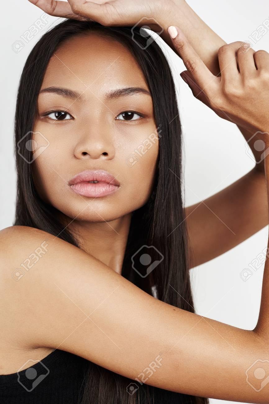 asiatisch-gemischt-mit-schwarzem-maedchen-sexy-ashlynn-brooke-im-bikini