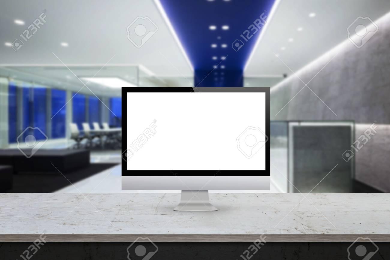 Computer Monitor Auf Dem Schreibtisch Buro Interieur Im Hintergrund