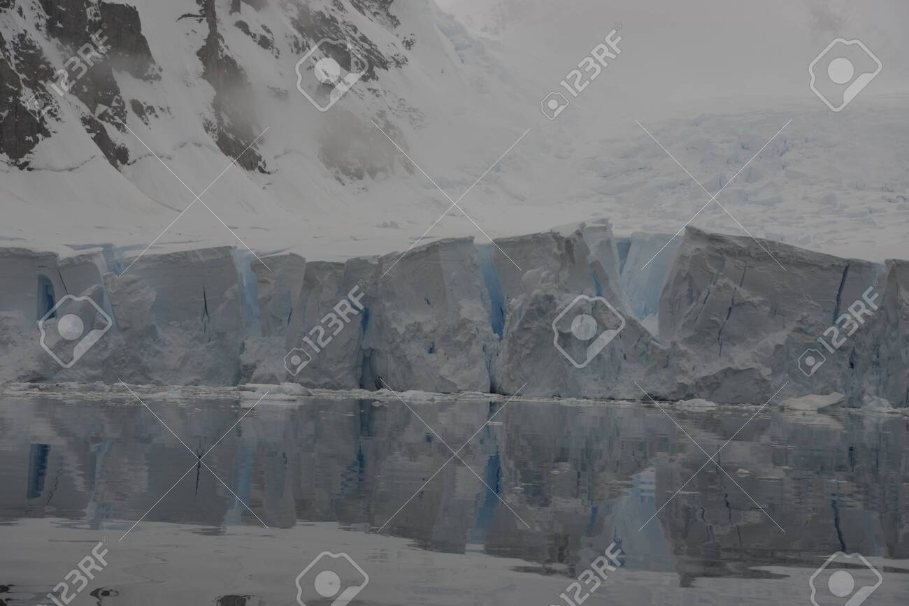 Beautiful view of icebergs and glacier in Antarctica - 142985850