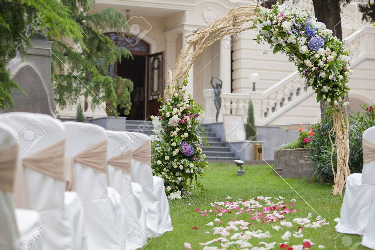 Schone Hochzeit Pavillon Mit Blumenschmuck Dekoration Lizenzfreie