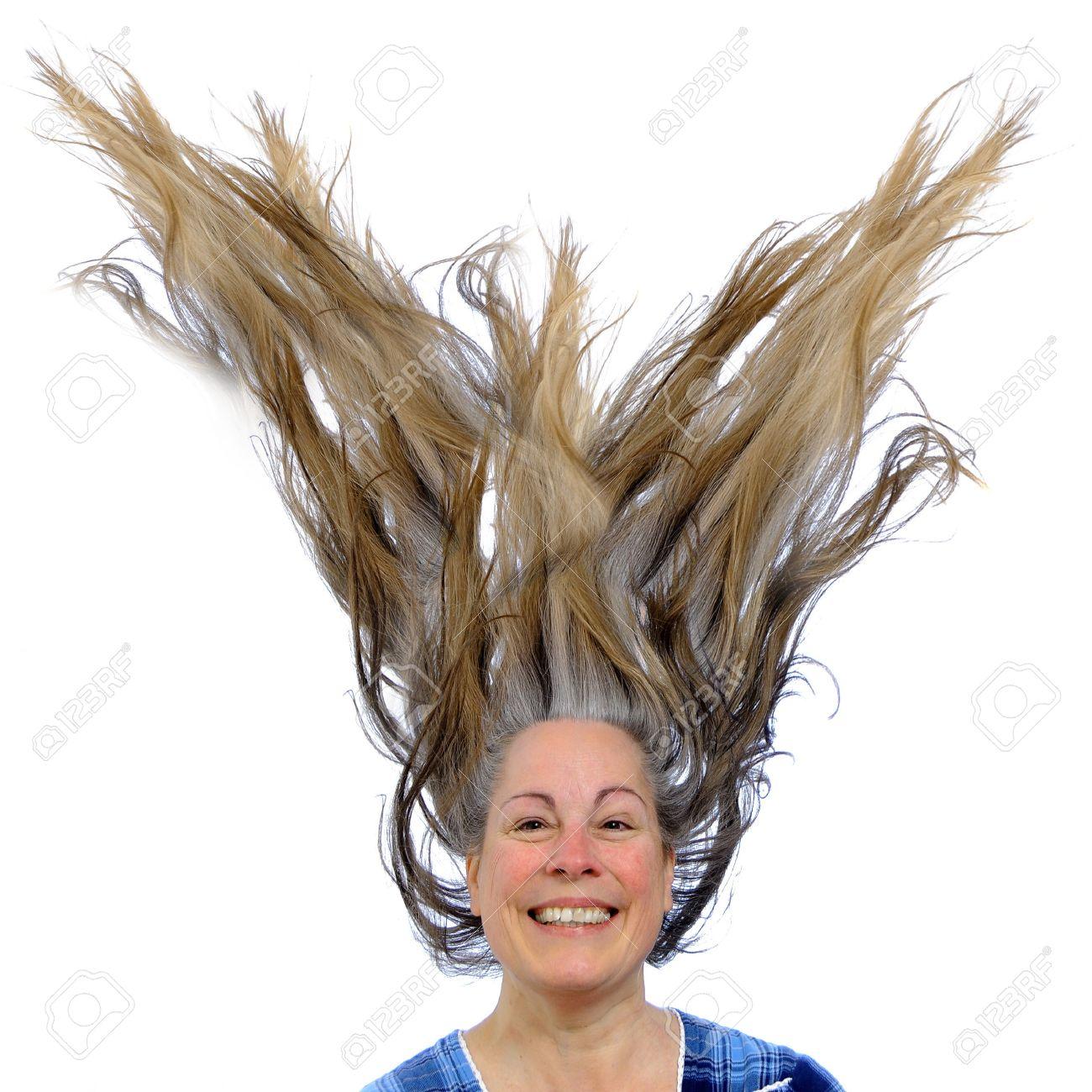 Чтобы волоски не торчали из прически