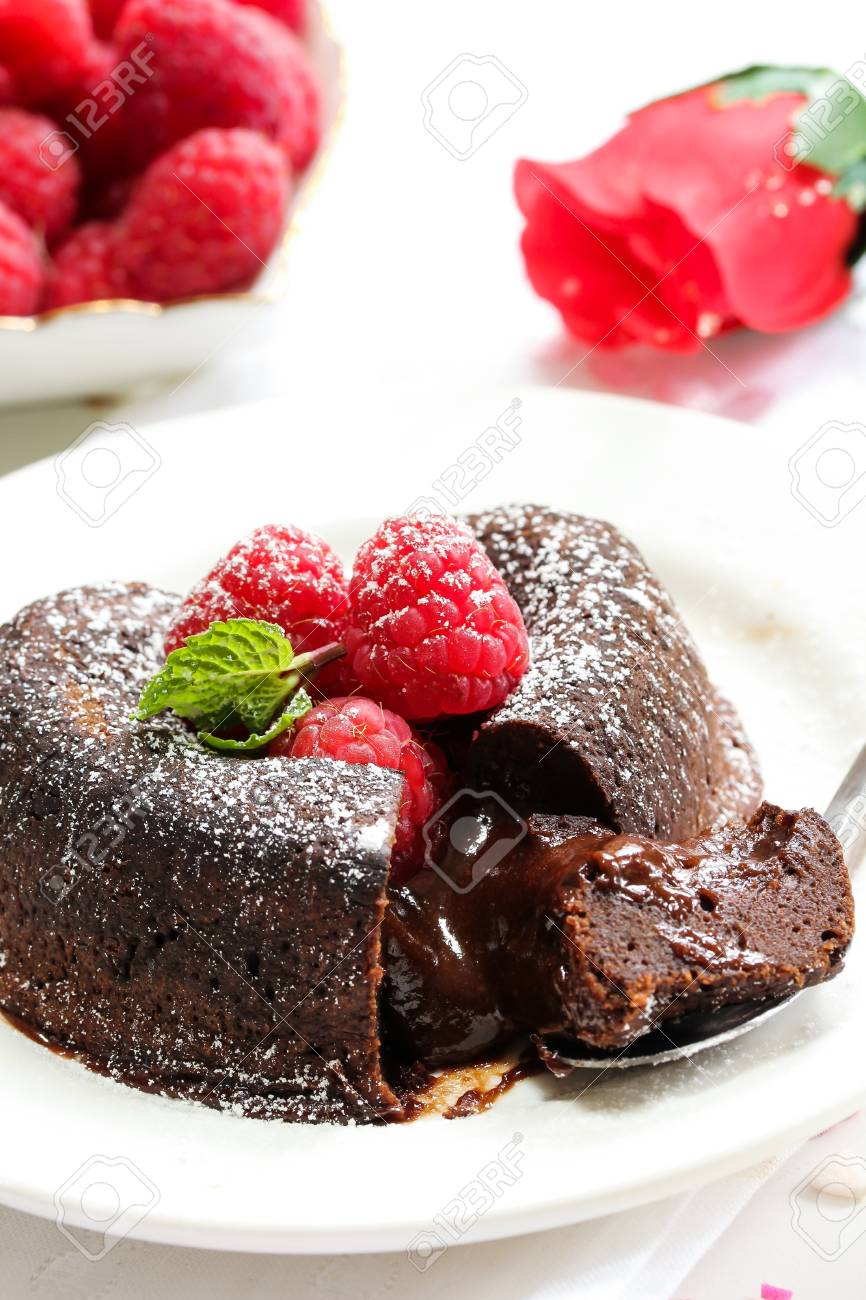 Schokoladen Lava Kuchen Herz Formte Mit Himbeere Fur Den