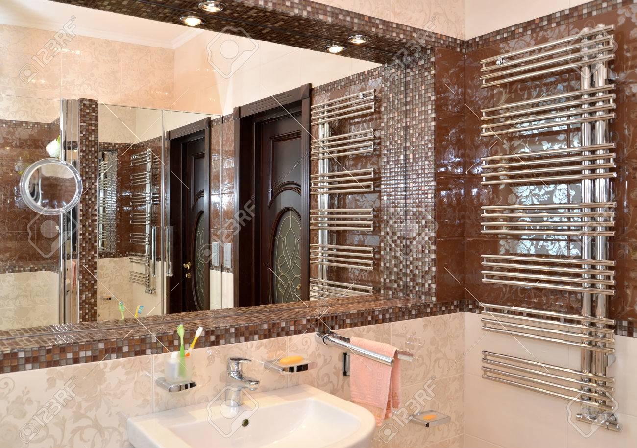 Mirror Niche In A Bathroom Stock Photo