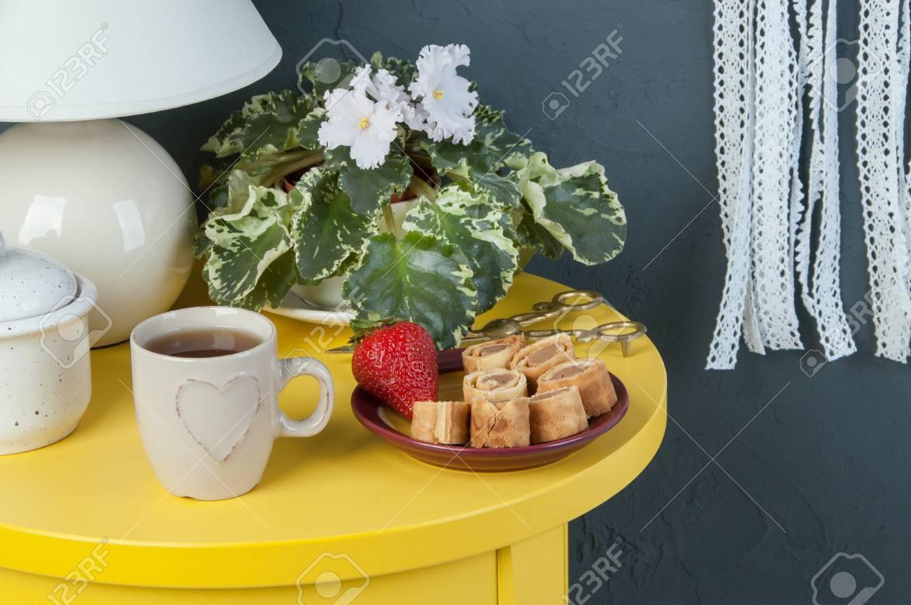 Et Dessert Avec Blanc ThéViolet Rêves Capteur Chevet En Fleurs TableTasse Coeur JauneLampe Au CrochetTable Dentelle De Des 5RLj4A