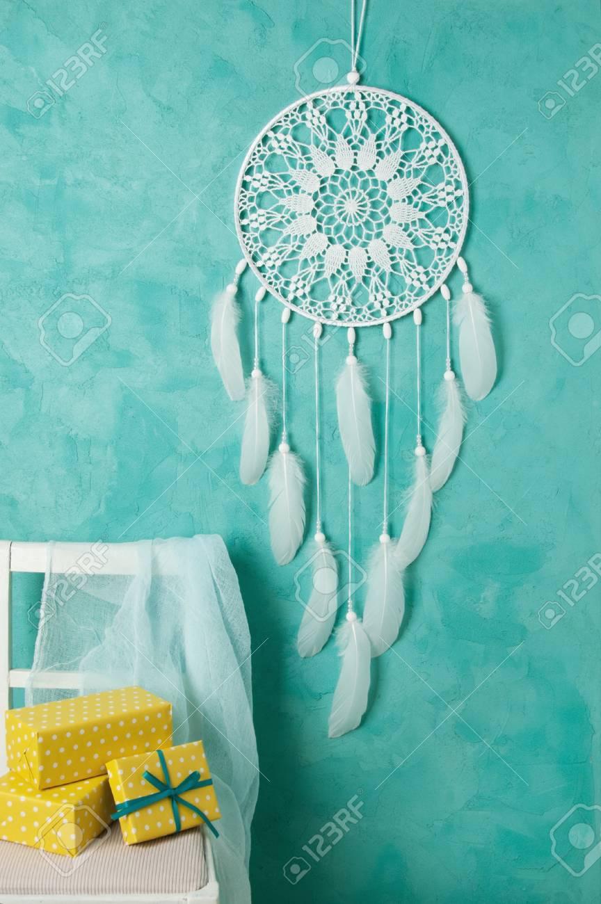 Weißer Häkeldeckchen Traumfänger Weißer Stuhl Und Gelbe Weiße