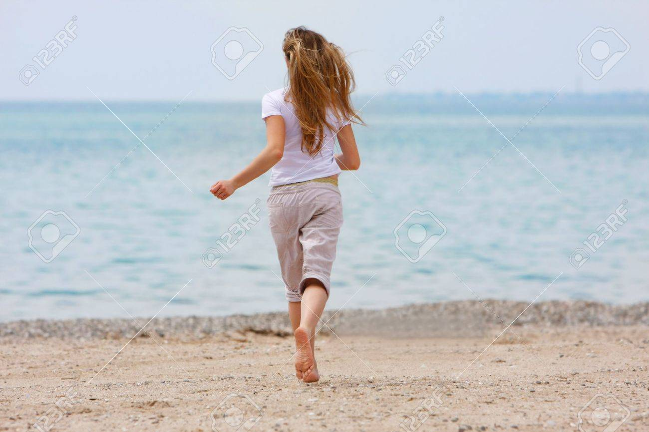 girl running away Praise for runaway girl: another reviewer said carissa just made things worse by continually running away true, but i can't even imagine dealing with the.