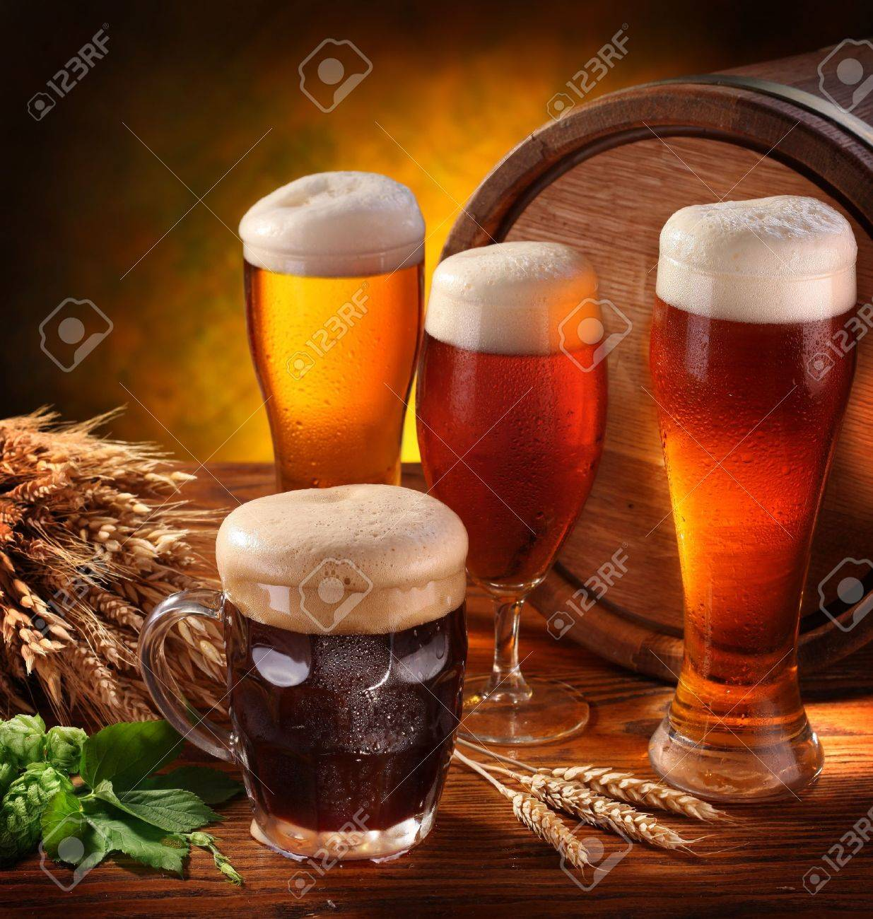 Still Life with a keg of beer and draft beer by the glass. Stock Photo - 10613199