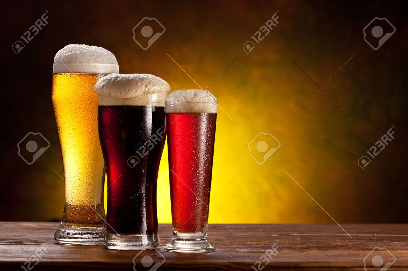 Beer barrel with beer glasses on a wooden table  The dark background Stock Photo - 14040092