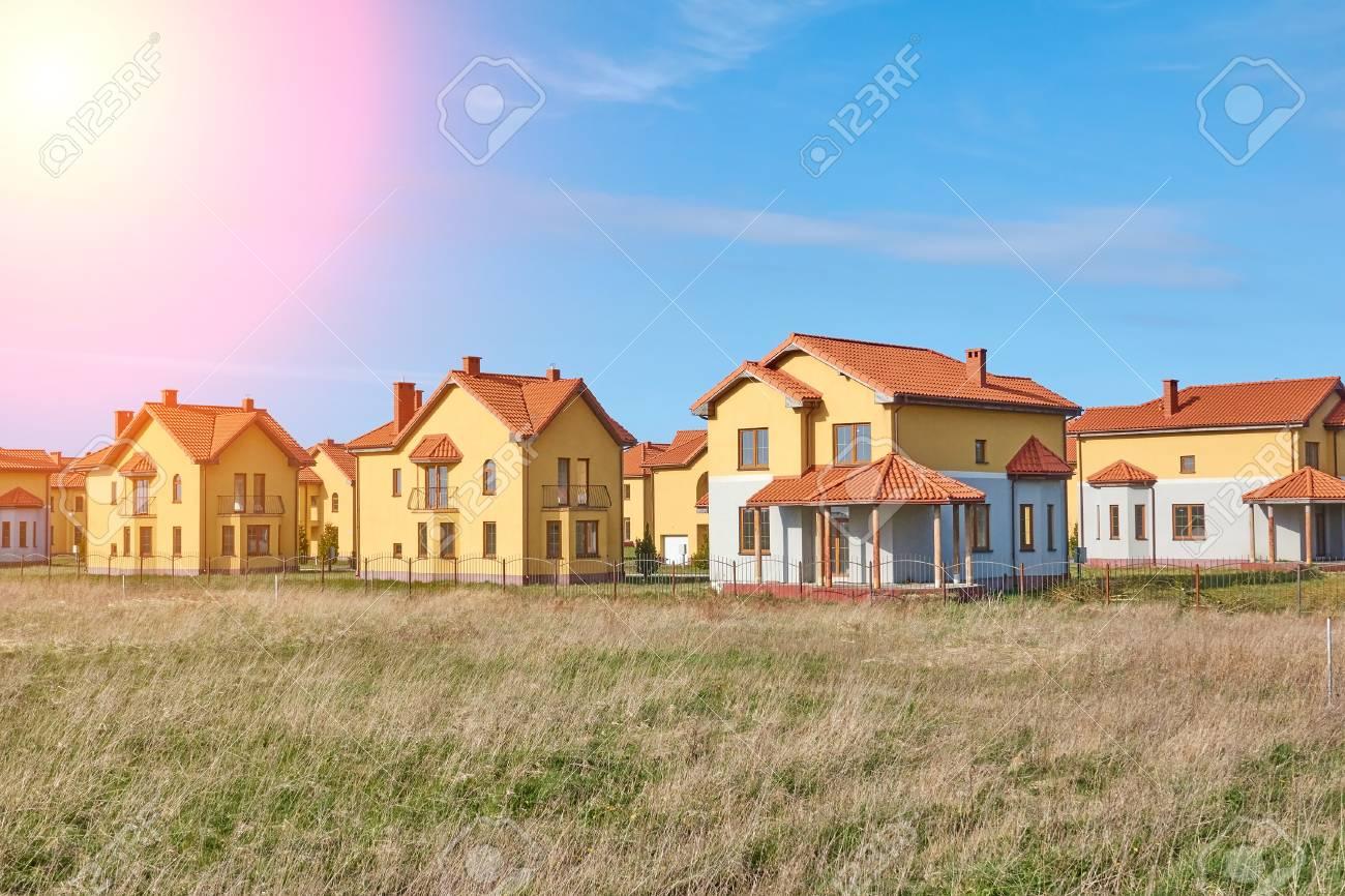 Vororte Häuser Neue Entwicklung Vorstadthäuser In Europa ...