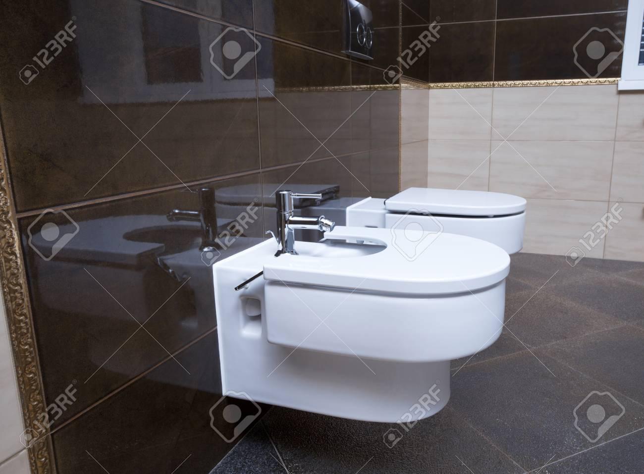 Plan Rapproche De Salle De Bains De Luxe Le Water Closet Et Un