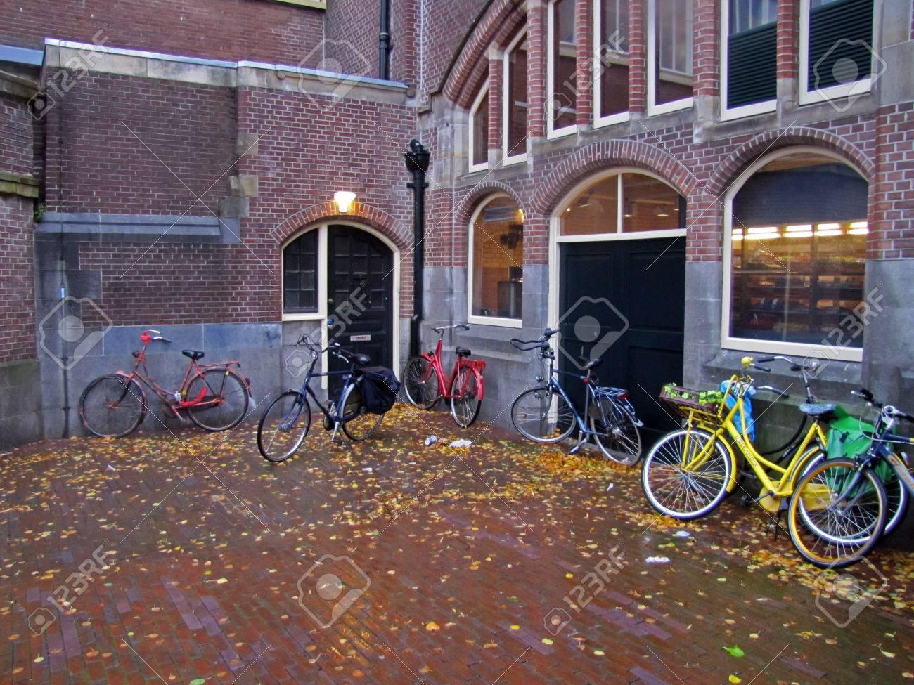Haarlem train station - 34359775